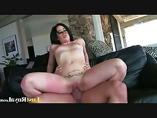 Эротика После горячего стриптиза Эми Старз получает creampied порно видео