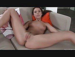 Эротика Киска Трение На Диване порно видео