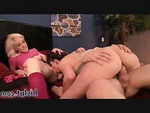 Эротика Один жесткий петух для двух восхитительных подростков порно видео