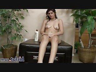 Эротика Восхитительная шлюха лижет ее собственные ноги порно видео