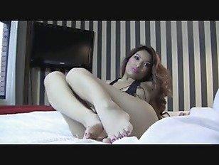 Эротика Mindblowing брюнетка с гордостью выставляет ее сексуальные ноги порно видео