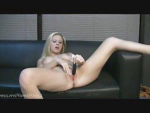 Эротика Только вибратор может сделать ее киску мокрой порно видео