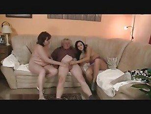 Эротика брюнетка подросток 3с со старой парой порно видео