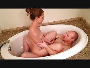 Эротика Выебанная в ванной порно видео