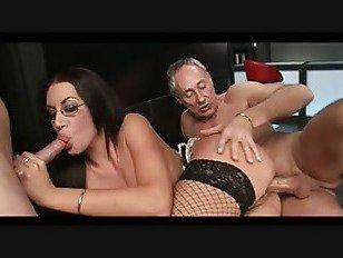 Эротика брюнетка бар девушка ДП играть порно видео