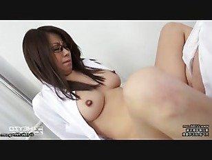 Эротика Роговой медсестра с ее очки на порно видео