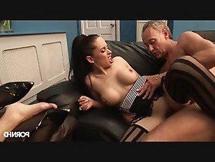 Эротика Непослушные девочки играют в офисе порно видео