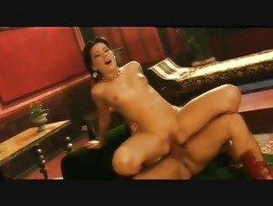 Эротика Рома 2-1. порно видео