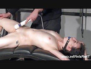 Эротика Грубый минет и секс-игрушки доминирование униженной Фэй Корбин в порке и рабстве строгим садистским мастером, сексуально наказывающим своего орального раба порно видео