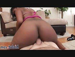Эротика Горячая черная телка и белый стержень порно видео