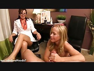 Эротика Мамочка и доктор Джок. порно видео