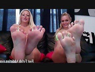 Эротика Если ты попросишь, я позволю тебе поклоняться моим ногам порно видео