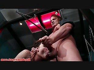 Эротика Преобладают младенец facefucked в подземелье порно видео