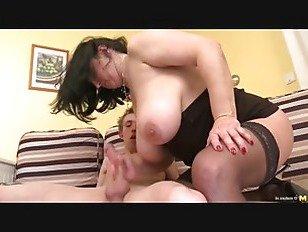 Порно XXX Роговой Большие сиськи мама и парень 18 лет HD секс видео