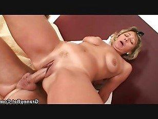 Эротика Сексуальная женщина уборка езда его роговой член порно видео