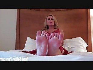 Эротика Сосать каждый из моих сладких маленьких пальцев порно видео