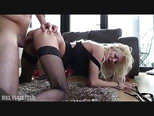 Эротика Блондинка В Чулках Играет С Большим Членом порно видео