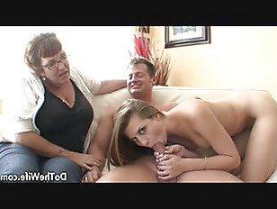Эротика Муж трахает горячую девушку на глазах у жены порно видео
