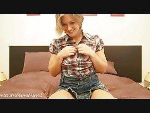 Эротика Детка сластолюбивый поворачивается, чтобы показать задницу порно видео