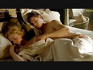 Эротика Ребекка Фергюсон обнаженные сиськи и трахается в белом сериале Королева порно видео