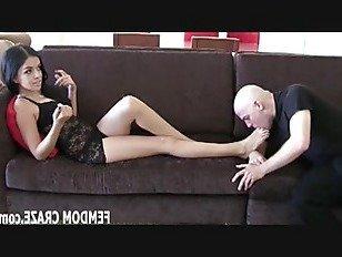 Эротика Если ты умоляешь, я могу позволить тебе побаловать мои ноги порно видео