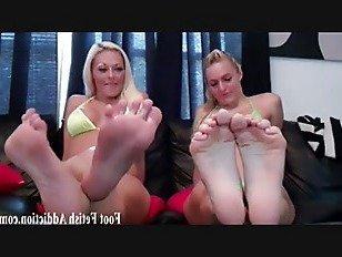 Эротика Покройте мои милые маленькие ноги с вашей спермой порно видео
