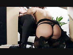 Эротика Julia Roca имеет ее волосатый киска толченый в The офис порно видео