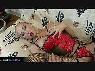 Эротика Используя свои ноги, чтобы исследовать петух порно видео