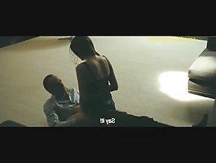 Эротика Летиция Каста обнаженная попка и трахается в Une Histoire D amour порно видео