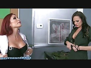 Эротика Над ними военная красотка C cockriding в трио порно видео
