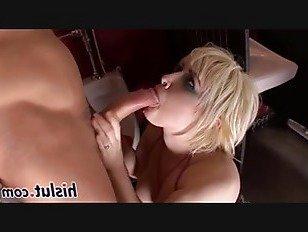 ХХХ Порно Распутная блондинка получает протаранил в туалете HD секс видео