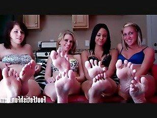 Эротика Поклонение наши большие сексуальные ноги порно видео
