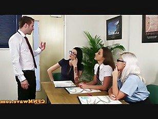 Эротика Над ними офисными детка отсосала член порно видео