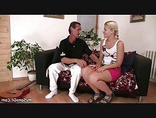 Эротика Старик соблазняет блондинка девушка на лошадях порно видео