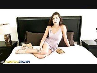 Эротика Частный кастинг — Икс-застенчивая милашка берет полный рот порно видео