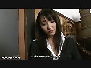 Эротика Азиатская брюнетка сосет жесткий на толстый член порно видео