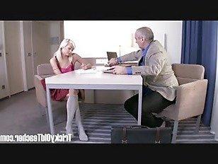Эротика Хитрый Старый Учитель-великолепная блондиночка заставляет старого учителя сосредоточиться на ней порно видео
