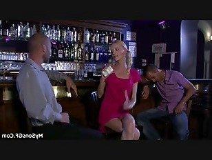 Эротика Блондинка поймали на измене с пожилым человеком порно видео