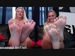 Эротика Пресмыкаться на моих идеальных ножках порно видео