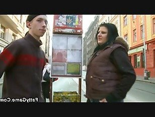 Эротика Большая попа брюнетки толстушки подхватывает парень с улицы порно видео