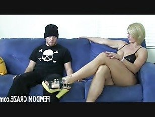 Эротика Стрелять сперму прямо на мои милые маленькие ноги порно видео