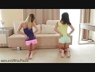 Эротика гибкие подруги растяжения порно видео