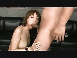 Эротика азиатку трахнули на диване порно видео