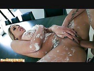 Эротика Сладкое лакомство для соседа p1 порно видео