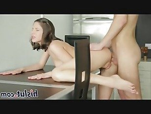 Эротика Стройная русская милашка получает ее задницу пробурена порно видео