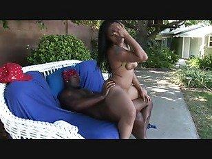 Эротика черный пара секс на открытом воздухе порно видео