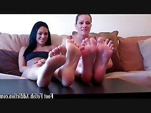 Эротика Позвольте мне дать вам хороший маленький футджоб порно видео