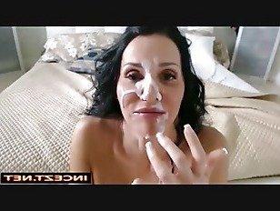 Эротика В постели с мамой порно видео