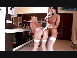 Эротика Анжелика и Эмили роговой подружек невесты в белом белье порно видео