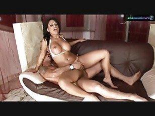 Эротика Кира черный берет на двух петухов с Омаром и Дэвидом порно видео